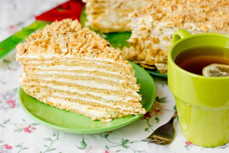 Napoléon et thé de gâteau photographie stock libre de droits