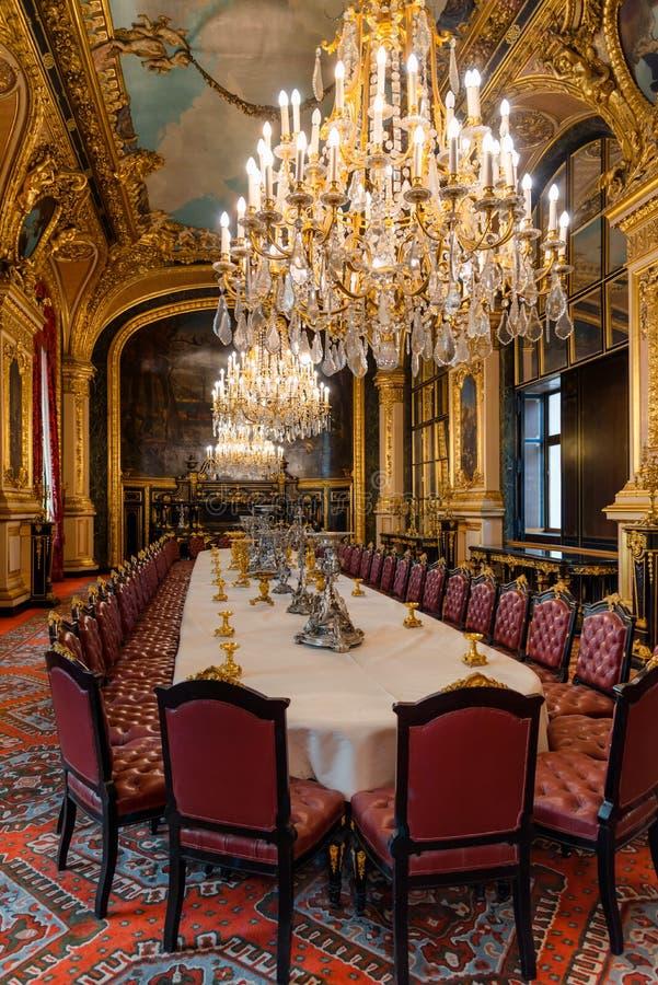 Napoleon III l?genheter, tillst?ndsmatsalinre med kungligt m?blemang, Louvremuseum, Paris Frankrike arkivbild