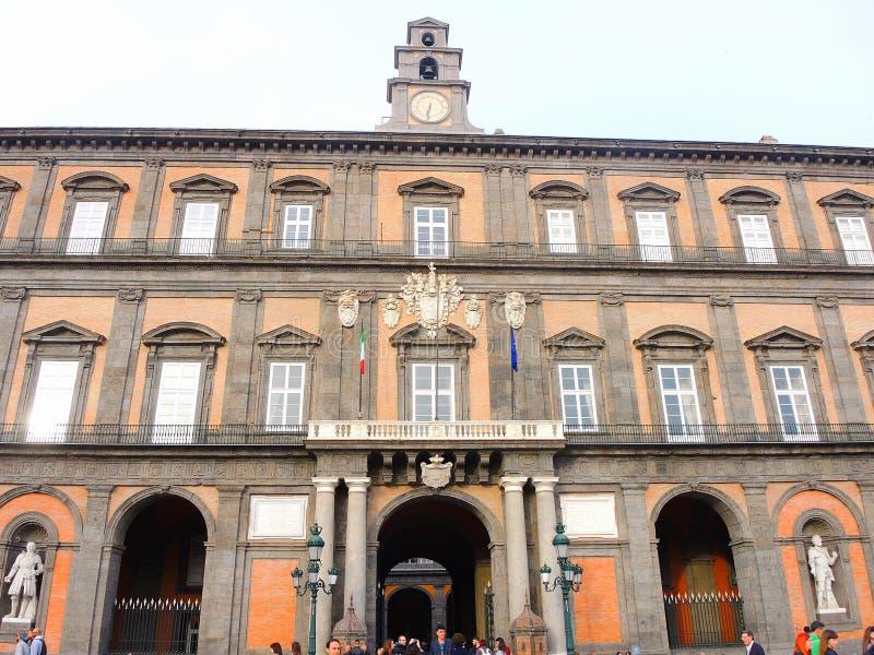 Napoli, Italia Paisaje en Royal Palace famoso de Nápoles foto de archivo libre de regalías