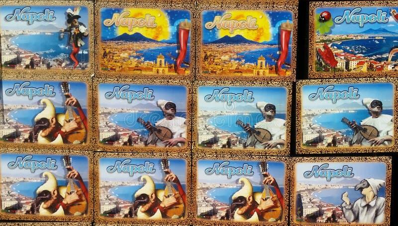 Napoli, Italy Coleção dos ímãs a vender aos turistas fotos de stock