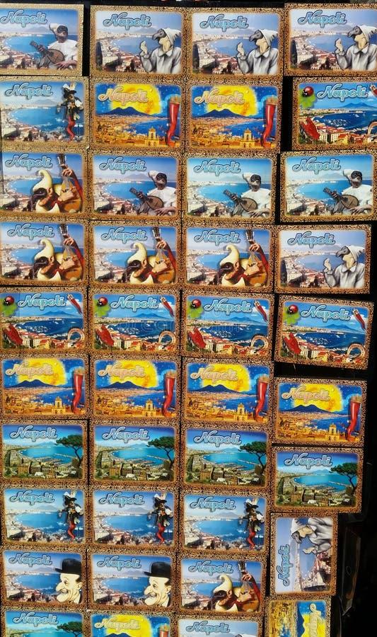 Napoli, Italy Coleção dos ímãs a vender aos turistas imagens de stock