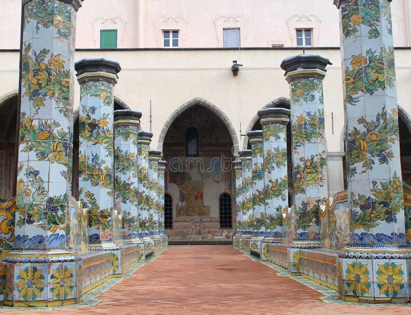 napoli santa chiara chiostro di maiolicato стоковое фото rf