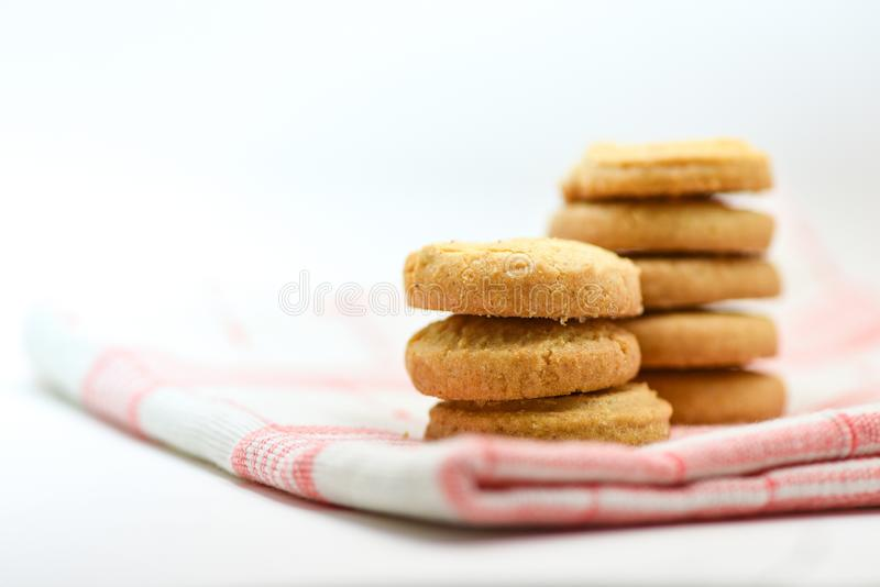 nappe de pâtisserie de biscuits de beurre sur le fond blanc images libres de droits