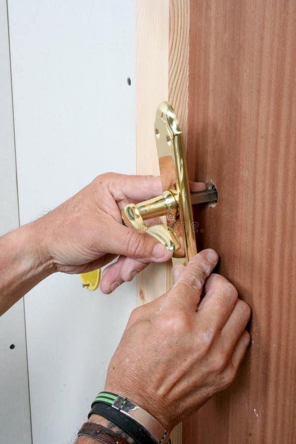 Naprawiać drzwiową rękojeść zdjęcia royalty free