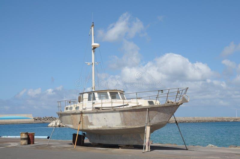 naprawia żeglowanie jacht zdjęcie royalty free