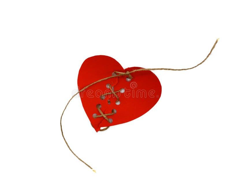 Naprawiający czerwony serce pojęcia łamany serce Serce załatwiający z konopie sznurkiem Walentynka dnia świętowanie obraz royalty free