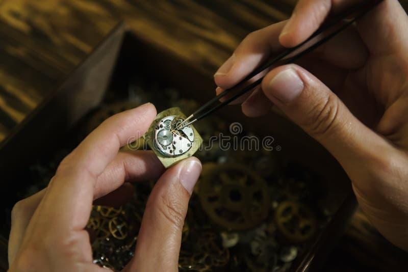 Naprawianie rocznika zegarki obrazy royalty free
