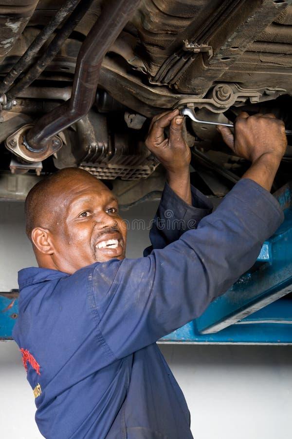 naprawianie samochodowy mechanik zdjęcie royalty free