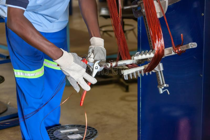 Naprawy silnika elektrycznego zdjęcie stock