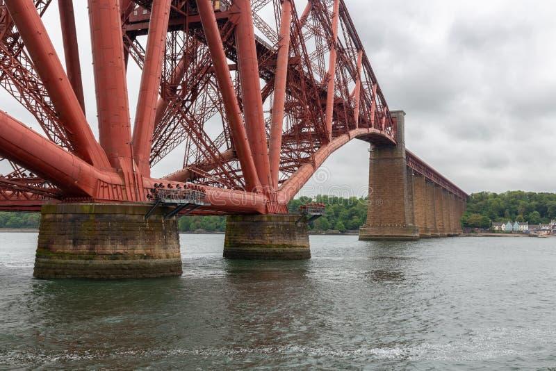 Naprzód Kolejowy most nad Firth Naprzód blisko Queensferry, Szkocja obraz royalty free