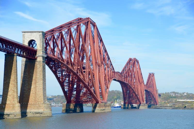 Naprzód poręcz i bridżowy most Naprzód, Queensferry, Szkocja zdjęcie royalty free