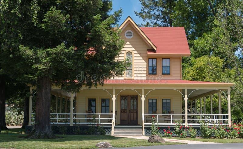 Napy doliny gospodarstwa rolnego dom zdjęcia royalty free