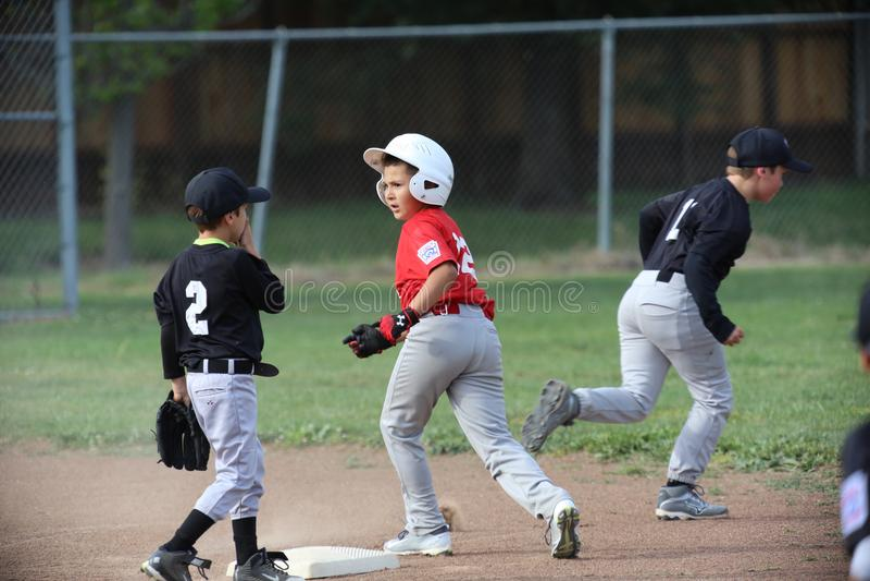 Napy mała liga baseball i chłopiec jedziemy zdjęcia stock