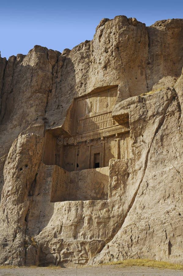 Naqsh-e Rustam Persian vaggar den forntida nekropolen Persepolis i Iran för det Fars landskapet den forntida iraniern lättnad royaltyfri fotografi