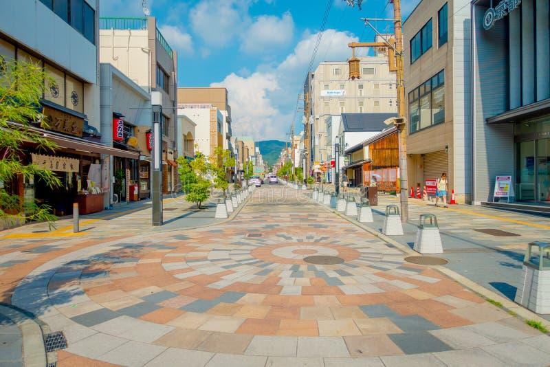 Nara, Giappone - 26 luglio 2017: La gente non identificata che cammina alle vie e visita una zona commerciale a Nara, Giappone me fotografia stock libera da diritti