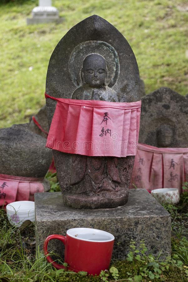 Nara - le Japon, le 30 mai 2017 : Jizo découpé par pierre traditionnelle avec photo stock