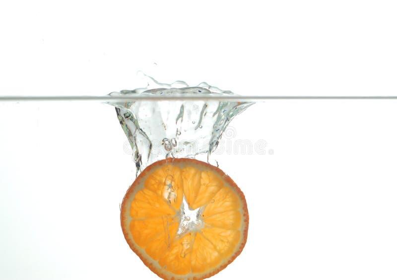Naranja en el agua #3 imagen de archivo
