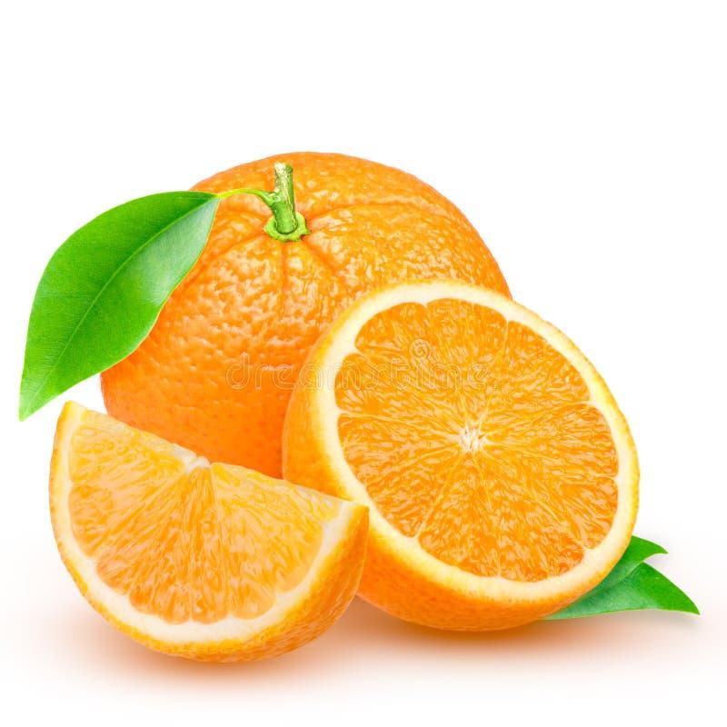 Naranja fresca aislada en el fondo blanco imagenes de archivo