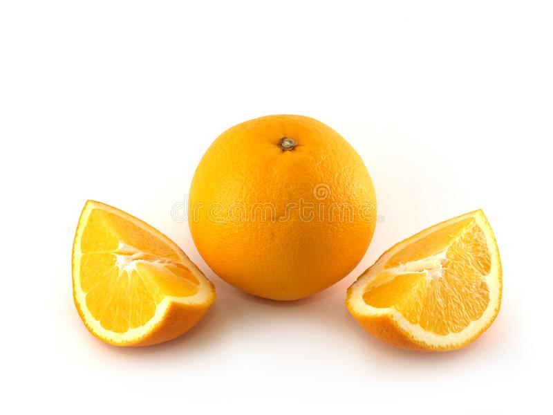 Naranja y dos rebanadas imágenes de archivo libres de regalías