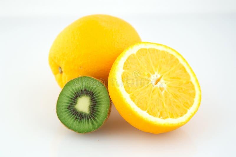 Naranja y kiwi foto de archivo