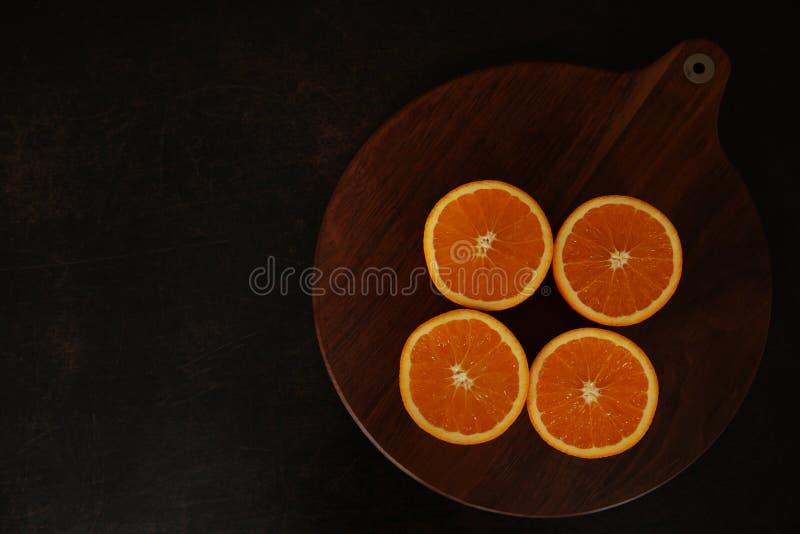 Naranjas jugosas frescas en fondo del queso de cerdo fotografía de archivo libre de regalías