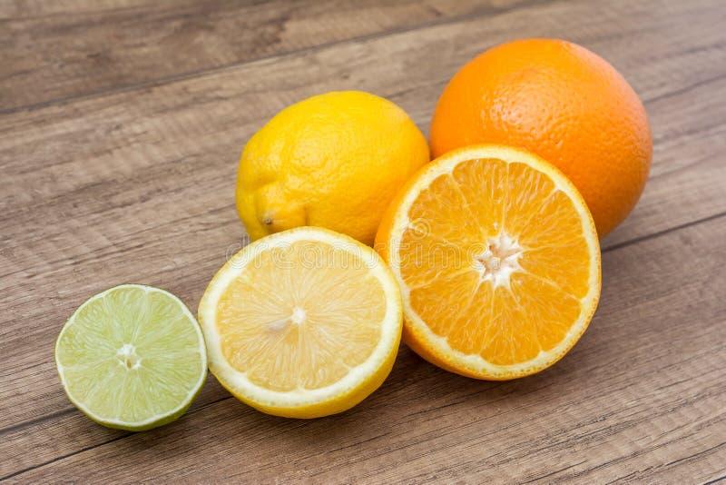Naranjas, limones y fruta de la cal foto de archivo libre de regalías