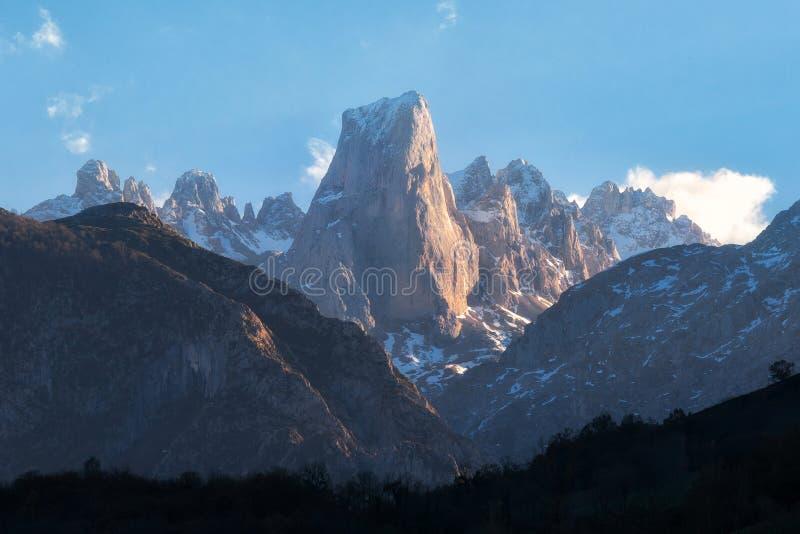 Naranjo DE Bulnes bergpiek in het nationale park van Picos DE Europa, Asturias, Spanje stock afbeelding