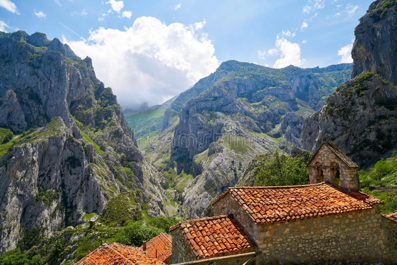 Naranjo DE Bulnes piekurriellu in Picos DE Europa stock afbeeldingen