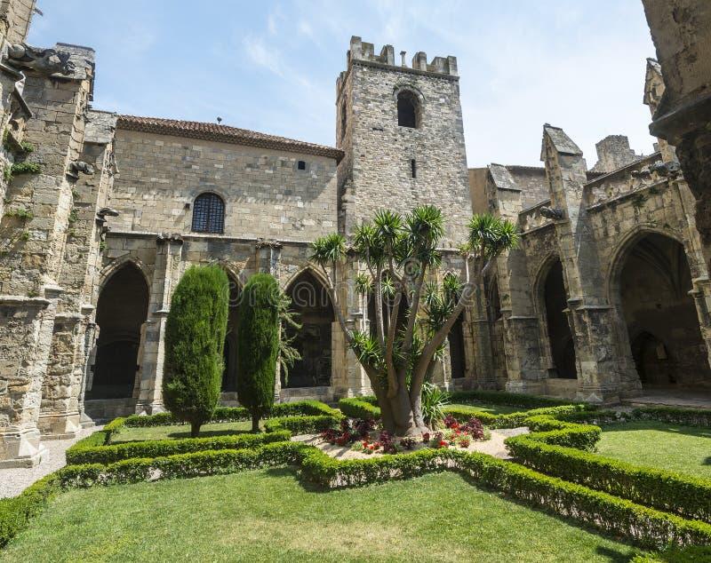 Narbonne, cloître de cathédrale images libres de droits