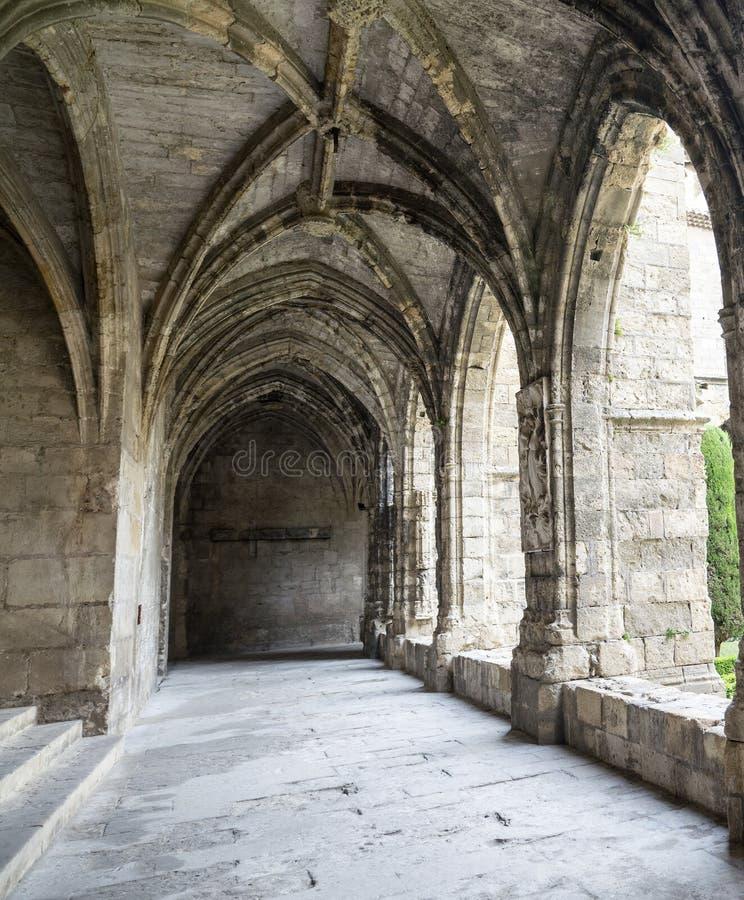 Narbonne (France), cloître de cathédrale image libre de droits