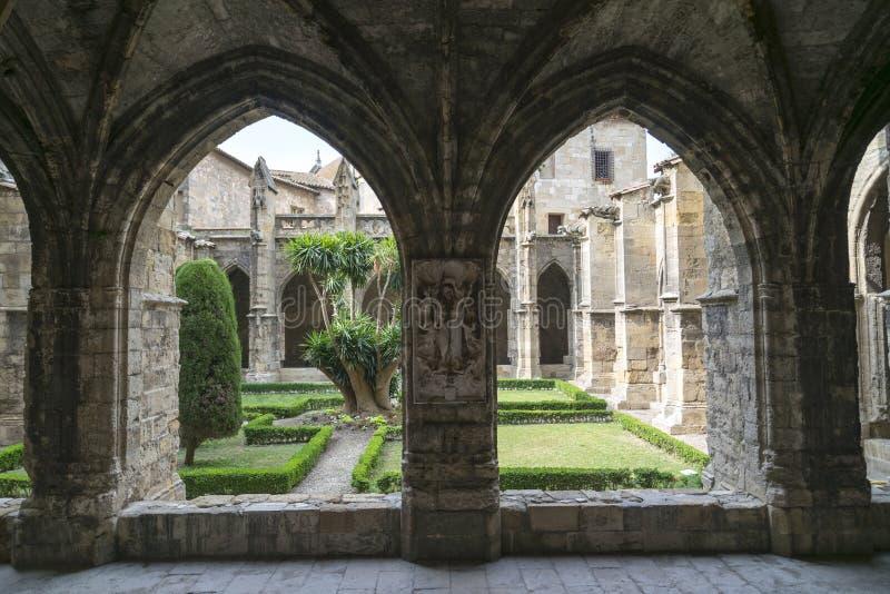 Narbonne (France), cloître de cathédrale photographie stock libre de droits