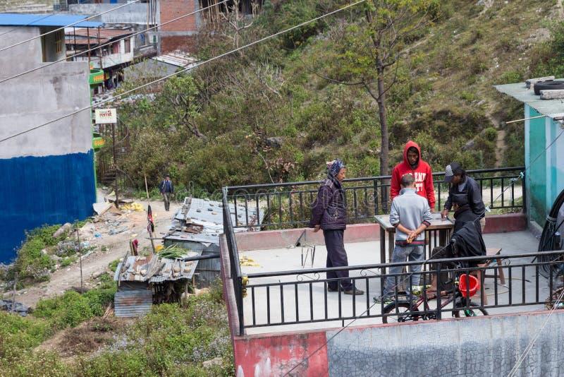 NARCHYANG, ΝΕΠΑΛ 18 ΜΑΡΤΊΟΥ: Άνθρωποι 18, 2015 των Ιμαλαίων σε Narchyan στοκ εικόνα