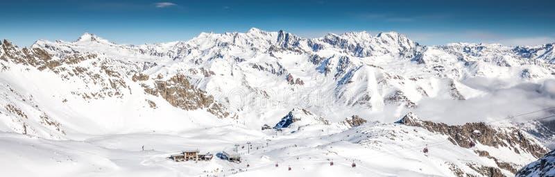 Narciarki narciarstwo na wierzchołku Presena lodowiec, Tonale, Włochy zdjęcia royalty free