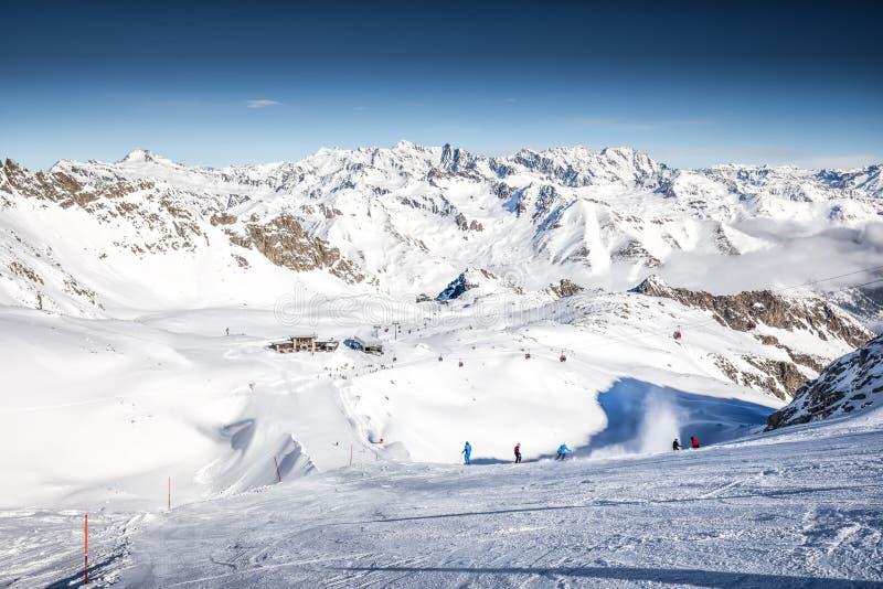 Narciarki narciarstwo na wierzchołku Presena lodowiec, Tonale, Włochy fotografia royalty free