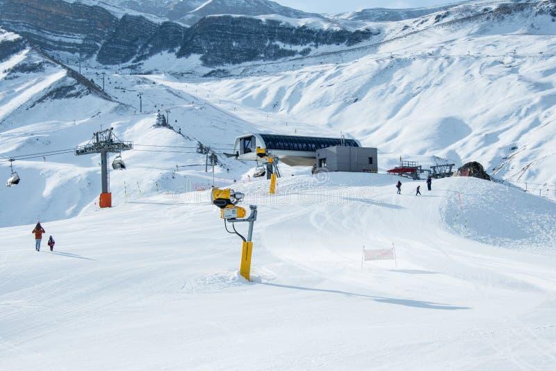 Narciarscy dźwignięcia w shahdag halnym narciarstwie uciekają się obrazy stock