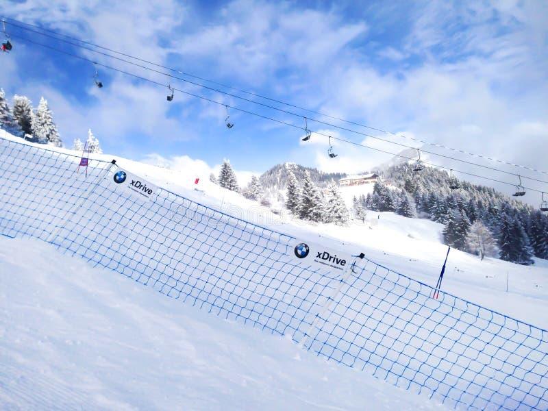 Narciarscy skłony w górach Les Houches zima uciekają się, Francuscy Alps obrazy stock