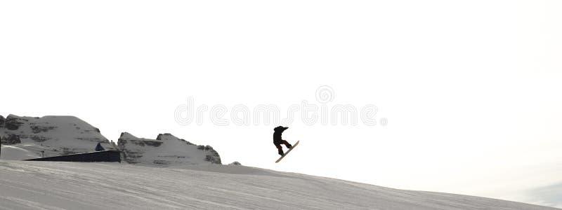 Narciarscy skłony z narciarkami przy zmierzchem (Torre Apponale) Trentino, Włochy zdjęcie stock