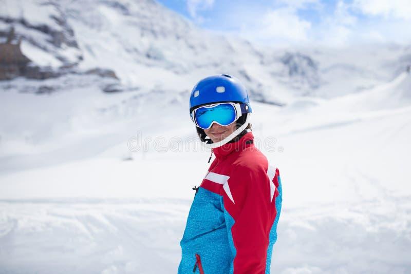 Narciarska i śnieżna zimy zabawa dla dzieciaków Dziecka narciarstwo obrazy royalty free