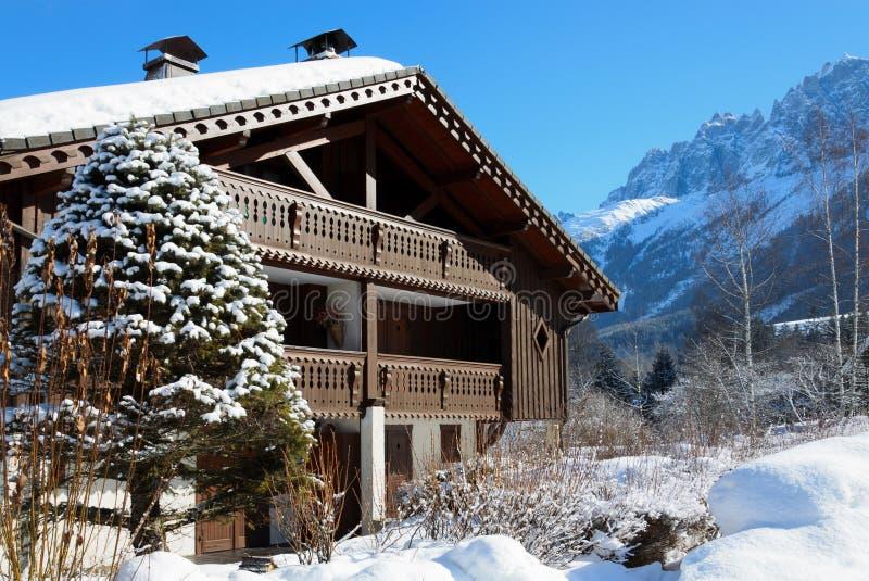 Narciarski szalet w Francuskich Alps obraz stock