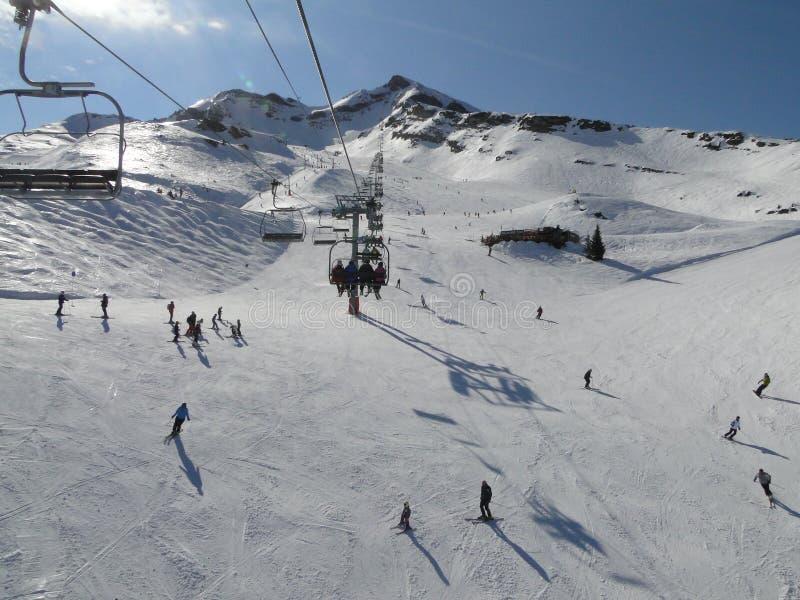 narciarskie dźwignięcie narciarki zdjęcia royalty free