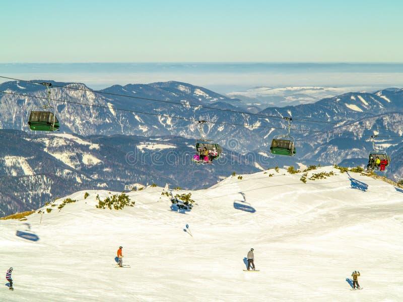Narciarstwo teren w Alps zdjęcie royalty free