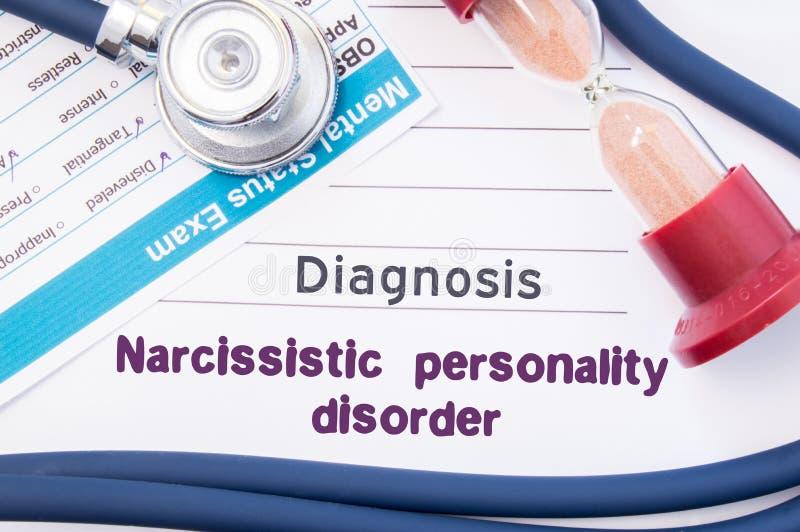 Narcissistisk personlighetsstörning NPD för diagnos På psykiater eller psykolog är tabellen pappers- med narcissistisk pe för ins royaltyfria foton