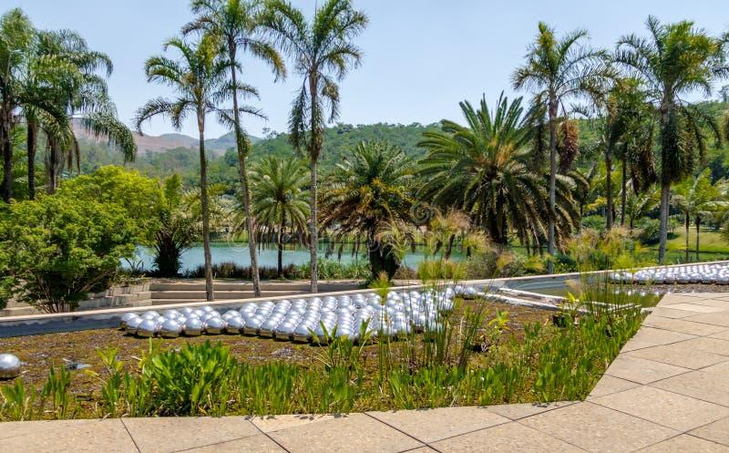 Narcissus Garden da Yayoi Kusama a Inhotim Art Museum contemporaneo pubblico - Brumadinho, Minas Gerais, Brasile fotografia stock