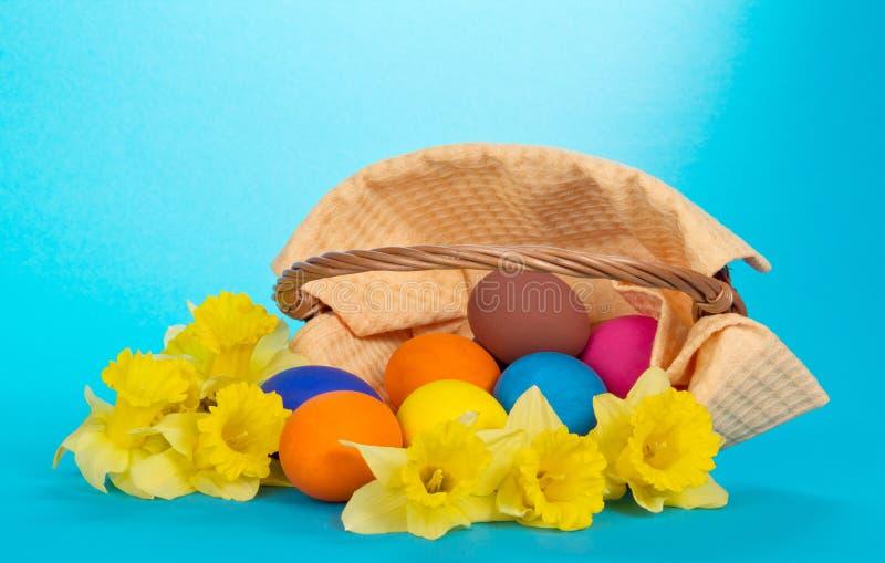 Download Narcissuses Amarillos Y Los Huevos Foto de archivo - Imagen de objeto, fresco: 41916802