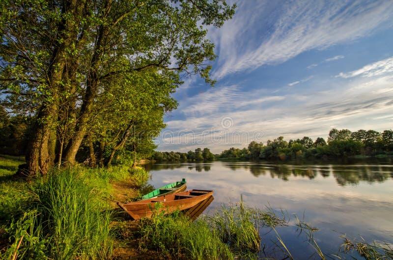 Narewrivier en boten royalty-vrije stock fotografie