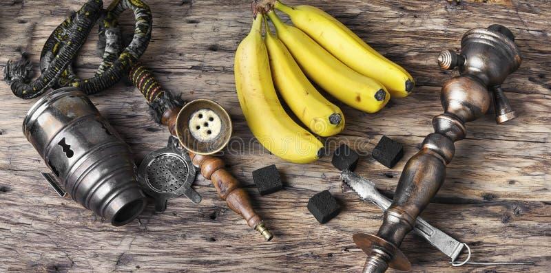 Narghilé di Shisha con sapore del tabacco della banana immagini stock