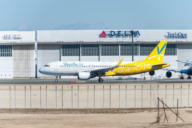 NARITA, JAPONIA -, STYCZEŃ 25, 2017: JA08VA Aerobus A320 wanilii powietrze Przygotowywający zdejmował w Międzynarodowym Narita lo obraz royalty free