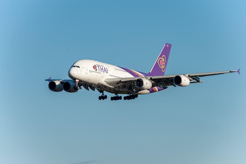 NARITA - LE JAPON, LE 25 JANVIER 2017 : Lignes aériennes de HS-TUB Airbus A380 Thai Airways débarquant dans l'aéroport internatio images stock