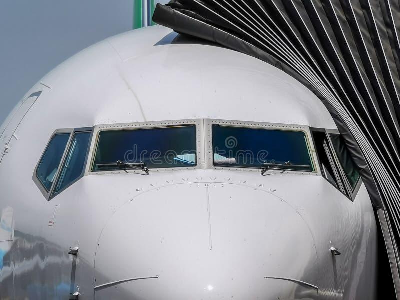Nariz do avião de passageiros fotografia de stock