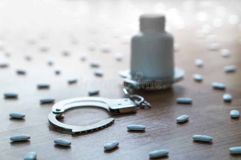 Narkotikaberoende, medicinskt missbruk och narkotiska preparat hakar och beroende royaltyfria bilder
